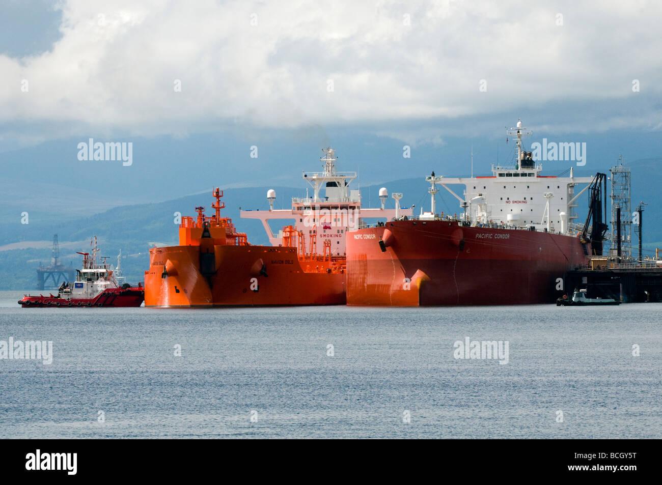Les pétroliers Navion Oslo et Pacific Condor dans l'Estuaire de Cromarty Banque D'Images
