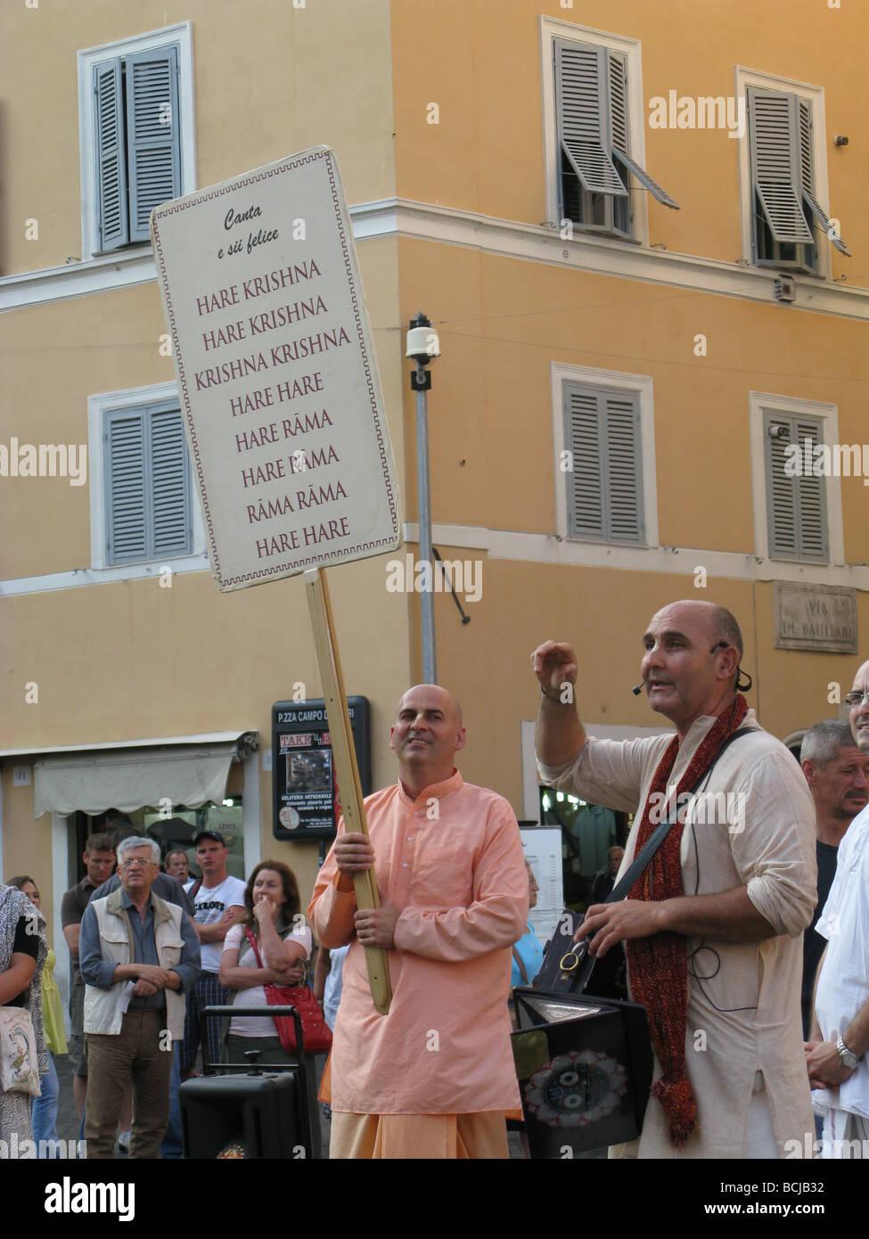 Adeptes Hare Krishna à capo de fiori piazza place Saint-Pierre à Rome Italie Banque D'Images