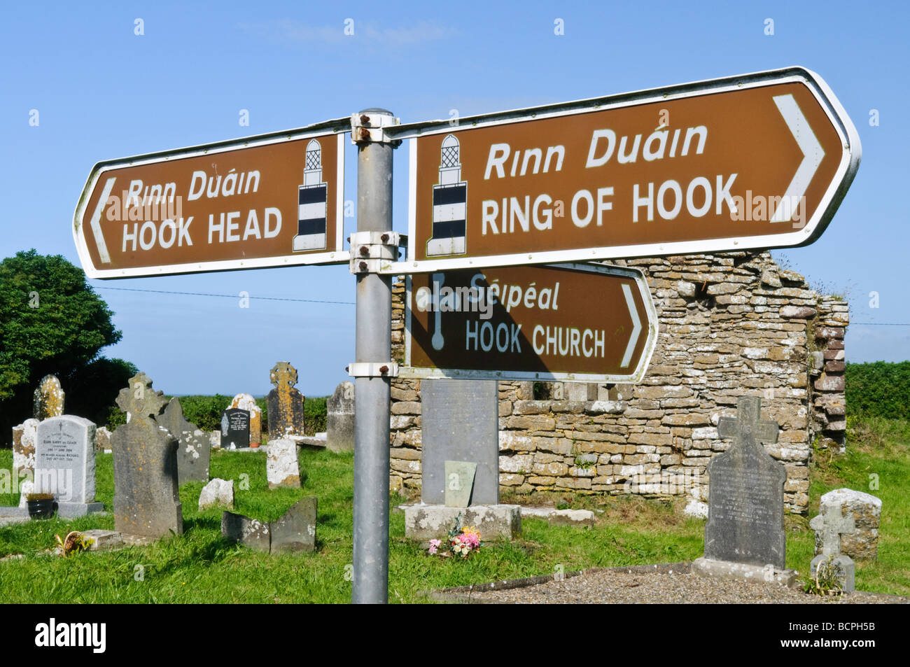 ireland gaelic road signs photos ireland gaelic road signs images alamy. Black Bedroom Furniture Sets. Home Design Ideas