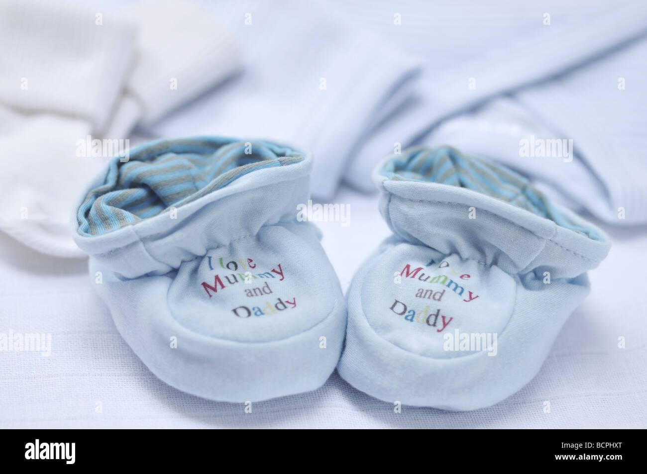 39d4868b8c540 Bleu mignon chaussons pour bébé avec  J aime maman et papa