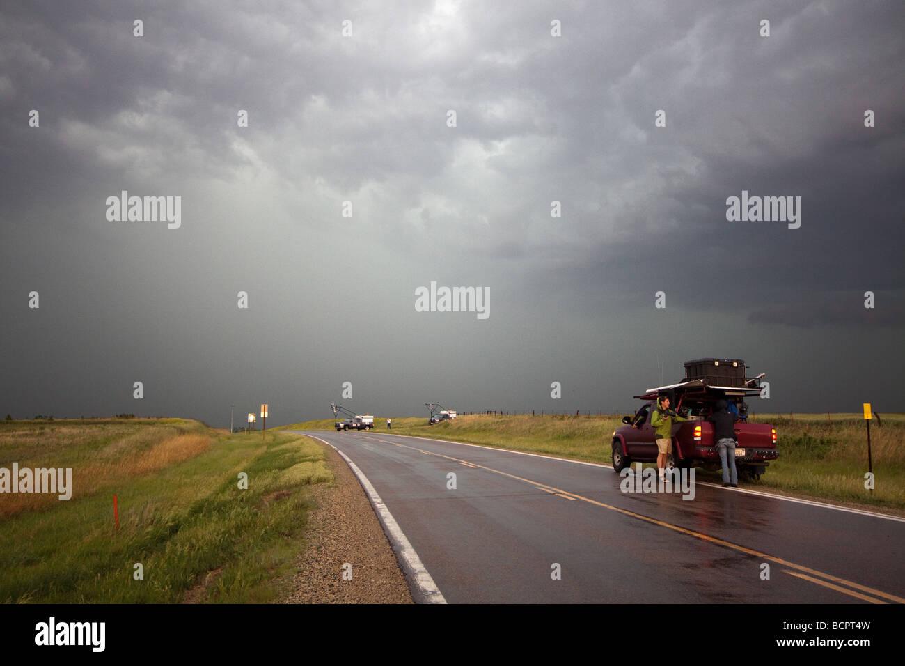 Sean Casey s secondaire unité tournage IMAX stationné le long de la route dans une tempête coula Photo Stock