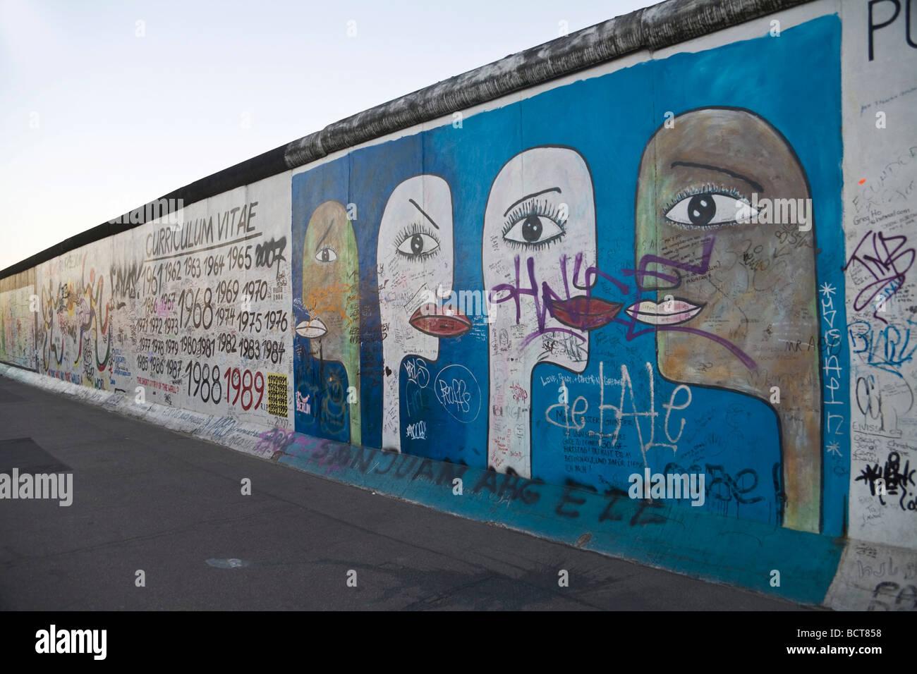 East Side Gallery, les œuvres d'art sur le mur de Berlin, Friedrichshain, Berlin, Germany, Europe Photo Stock