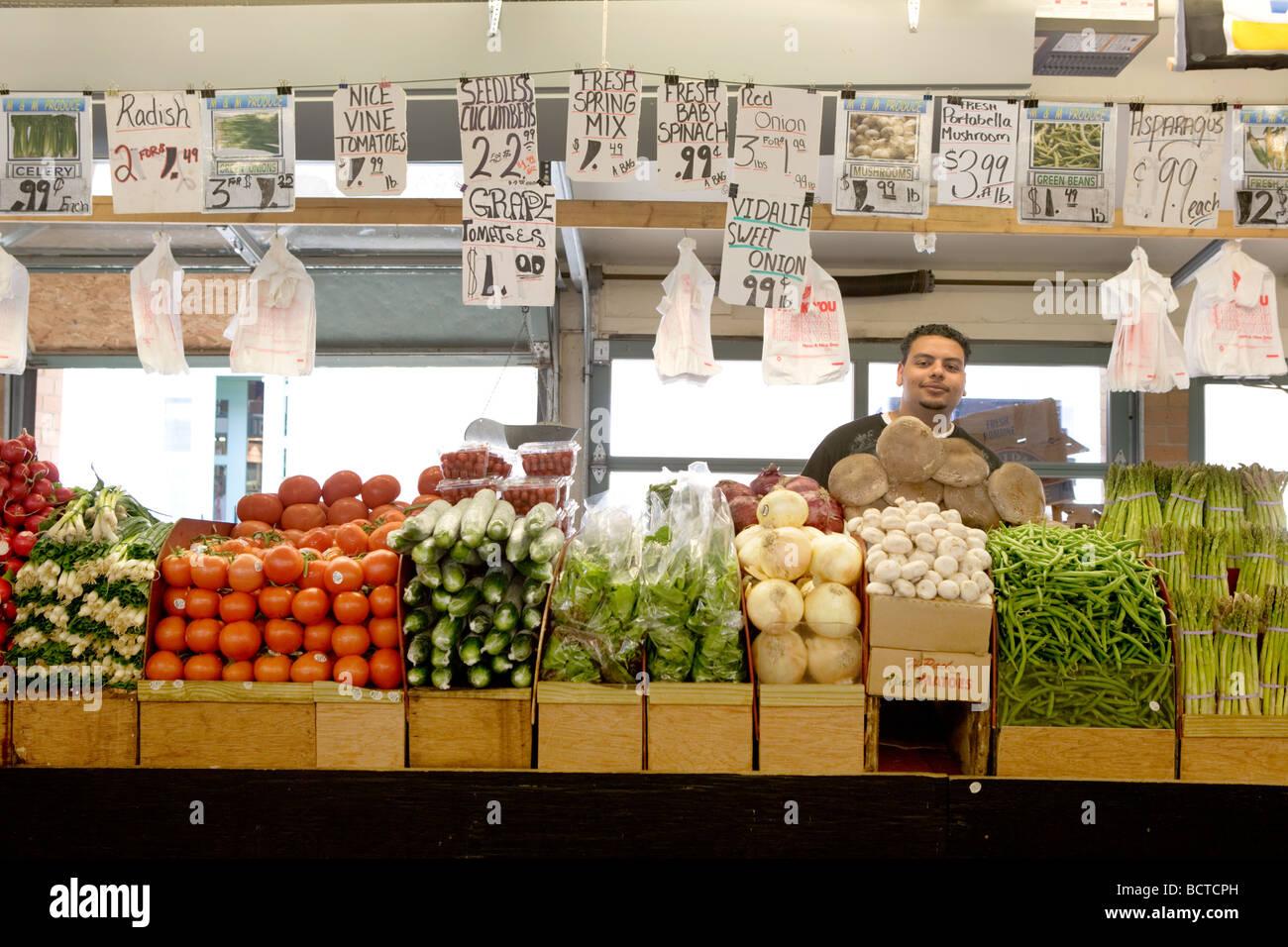 Des produits frais au marché du côté ouest à Cleveland (Ohio) Photo Stock