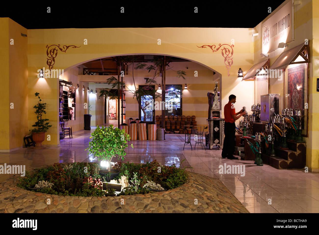 Cour intérieure, éclairé, nuit, les lumières, marché traditionnel, Souk, Marina, Hurghada, Photo Stock