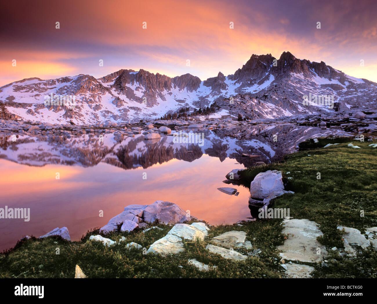 Col d'argent en chef et le long du Lac John Muir Trail - Sierra Nevada, CA Photo Stock