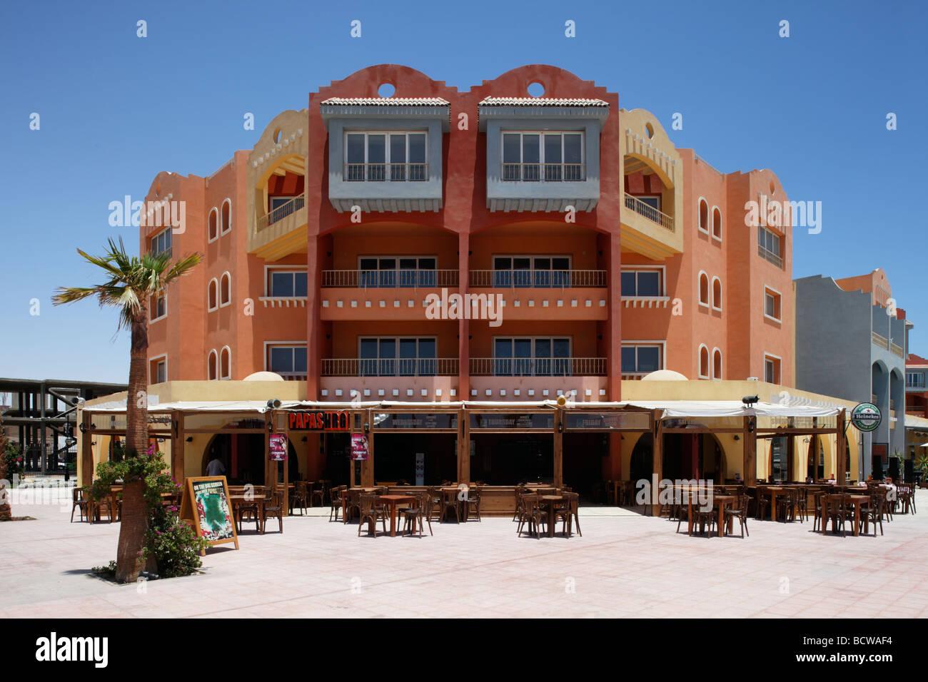 Restaurant en plein air, bar, maisons, Hurghada, Egypte, Mer Rouge, Afrique Photo Stock