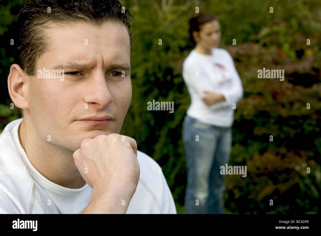 Les hommes et les difficultés du mariage visage têtu Photo Stock