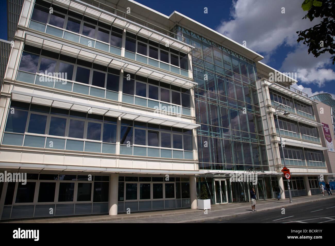 Centre d'AIG de nouveaux bureaux sur le mur nord de la nouvelle zone de développement de Docklands Dublin Photo Stock