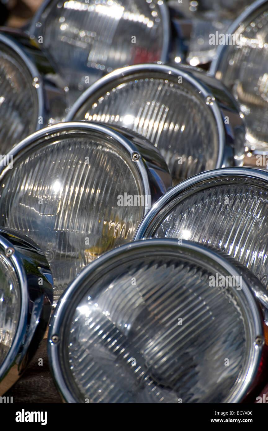Lignes de pièces volkswagen phares sur un pêle-mêle à un décrochage automatique réunion Photo Stock