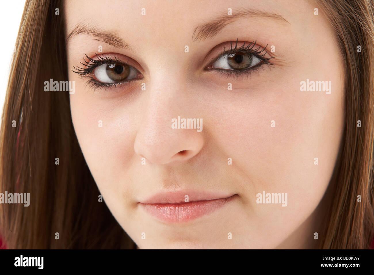 Studio Portrait Of Smiling Teenage Girl Banque D'Images