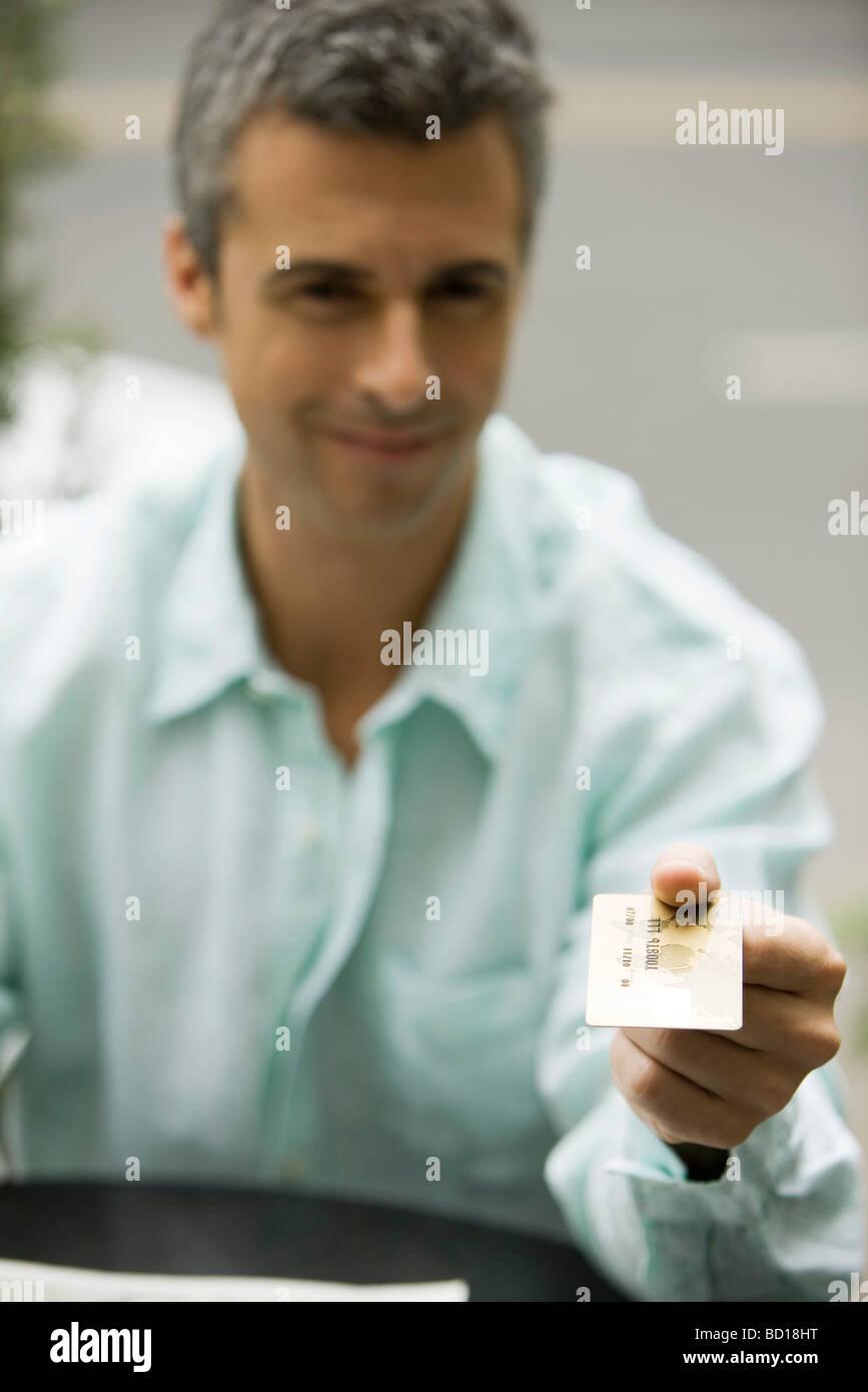Man paiement par carte de crédit Photo Stock