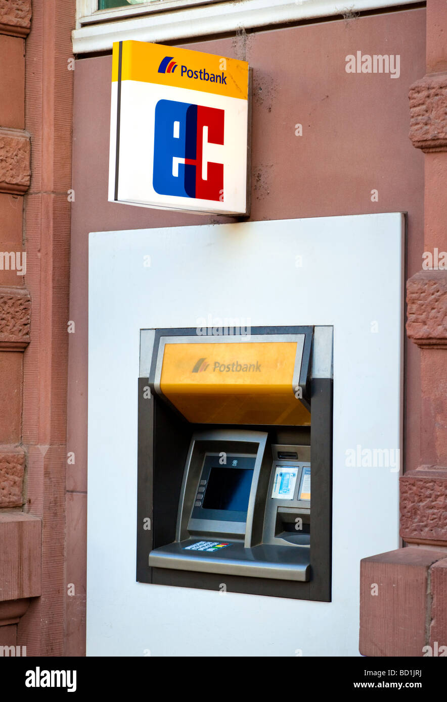 Cash machine ATM Postbank Allemagne Europe Banque D'Images