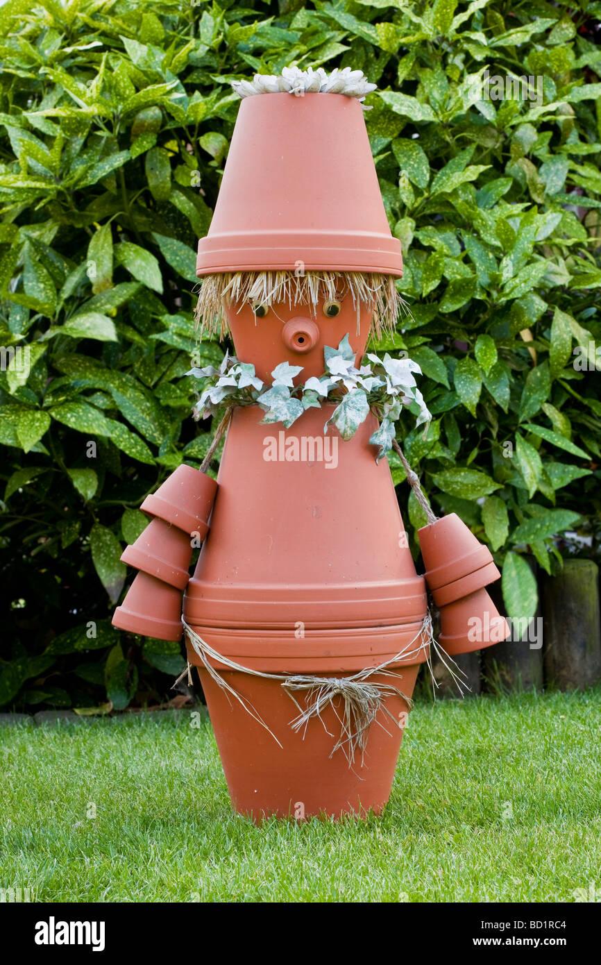 Décoration de jardin, des pots de fleurs fait l\'imp Banque D\'Images ...