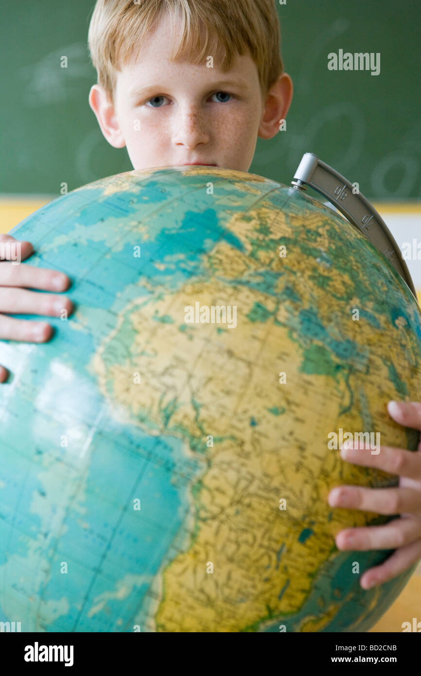 garçon avec globe Photo Stock