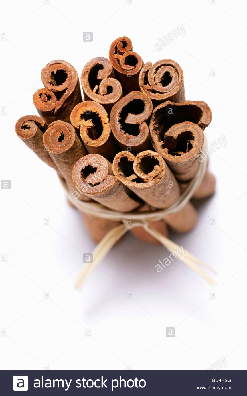 Les bâtons de cannelle, attachées ensemble Photo Stock