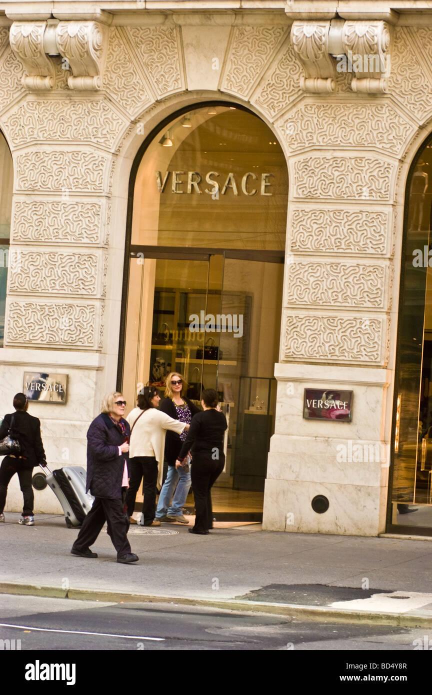 454c774636 Boutique Versace, 5e avenue, Manhattan, New York City, USA Banque D ...
