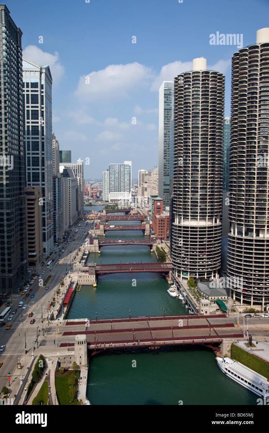 Chicago, Illinois. Les ponts de la rivière Chicago et Marina Towers Bâtiments sur la droite, East Wacker Photo Stock