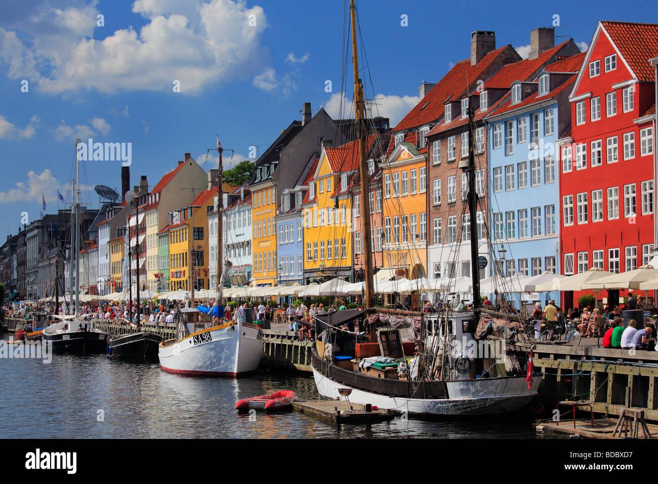 Maisons colorées dans le quartier de Nyhavn de Copenhague, Danemark Banque D'Images