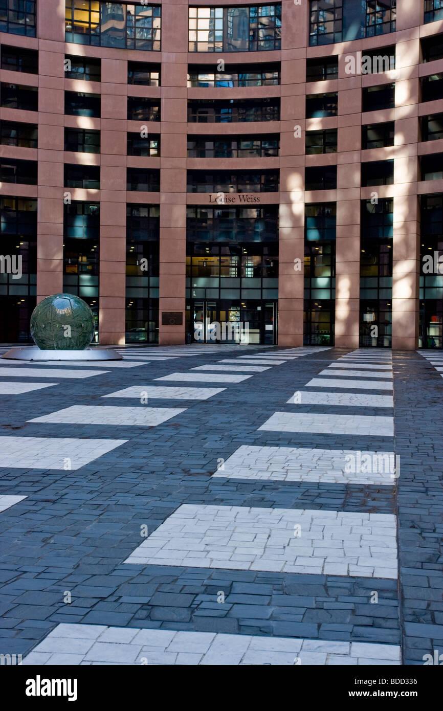 Entrée pavée perspective au bâtiment du Parlement européen Strasbourg, France Photo Stock