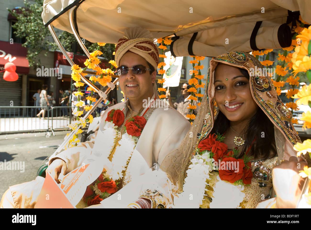 Un groupe favorisant la Bharat Mariage service de rencontres dans l'Indian Independence Day Parade à New Photo Stock