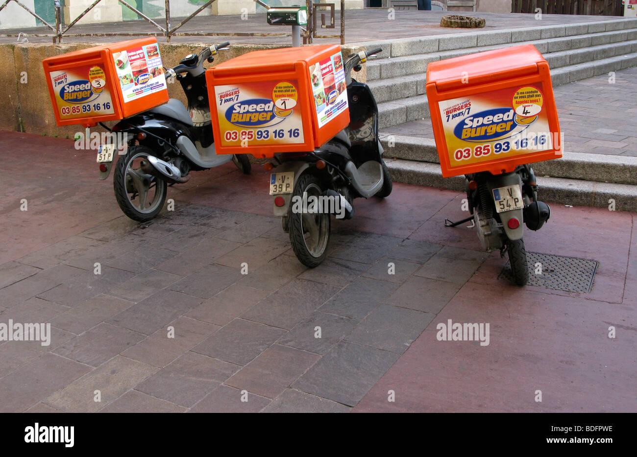 Les véhicules de livraison d'aliments de préparation rapide motocycles Photo Stock