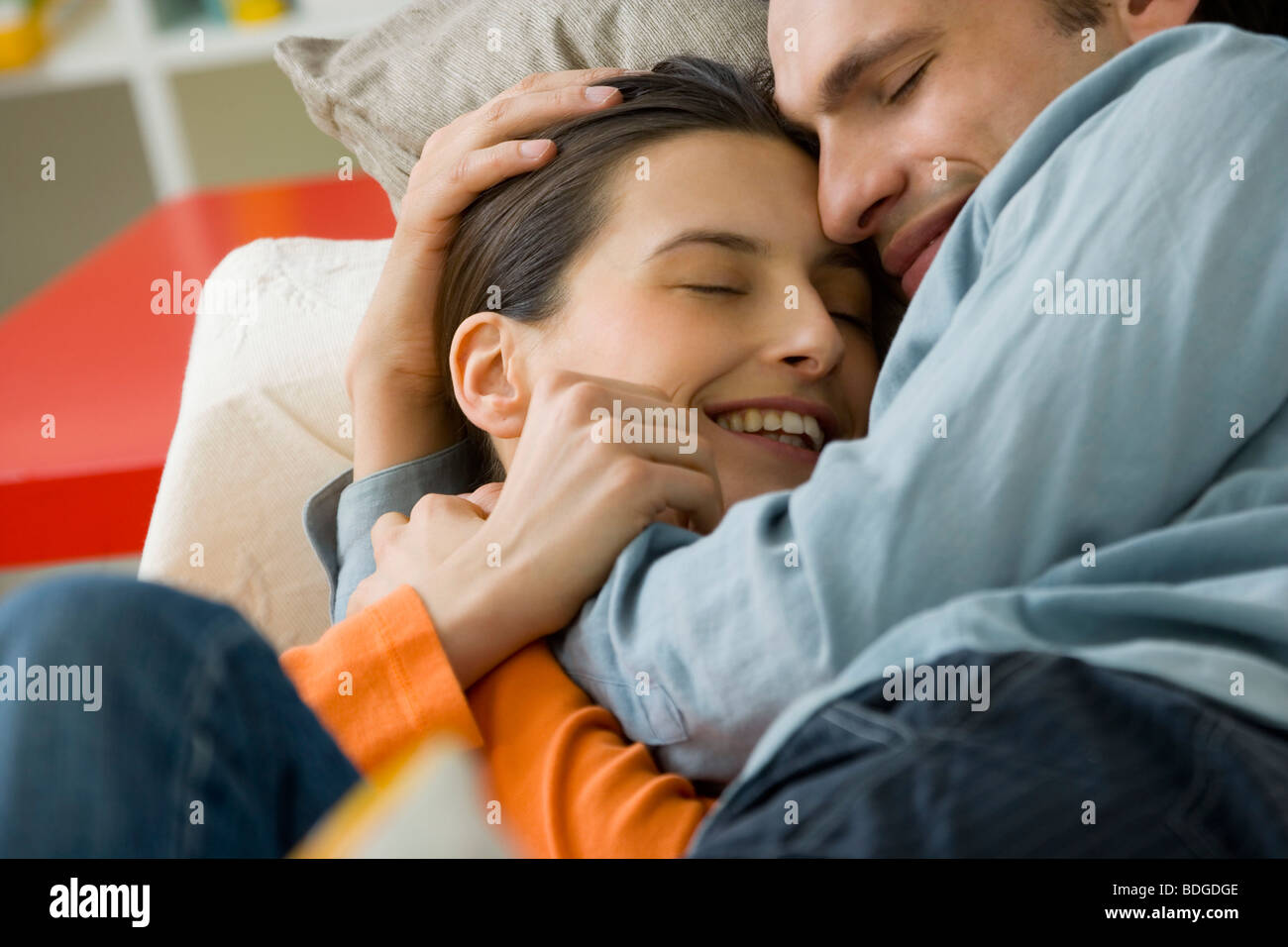 COUPLE DE 20 à 30 ans, à l'intérieur Photo Stock