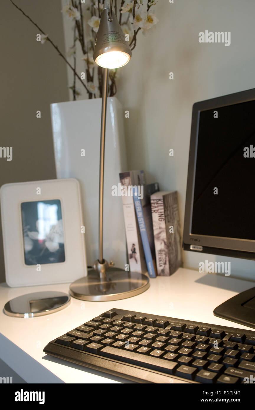 Dans un ordinateur de bureau Accueil / étude. Photo Stock