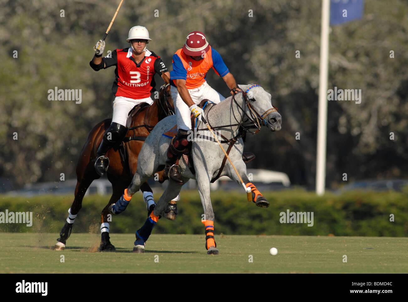 Joueurs de polo en action au cours de match à Santa Maria polo club, Sotogrande, Costa del Sol Photo Stock