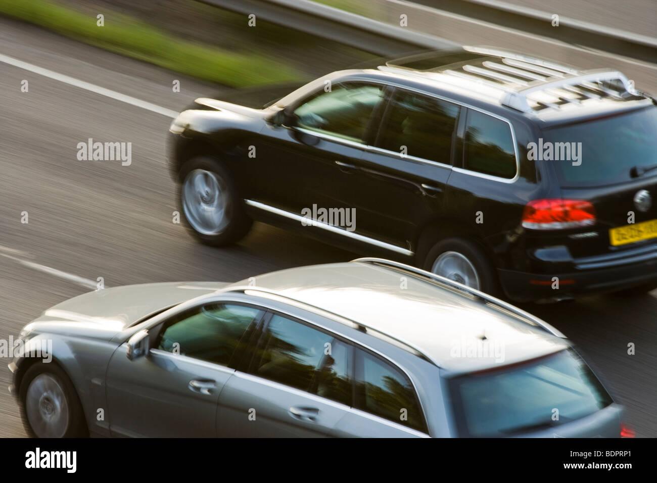 Voitures sur autoroute. UK Photo Stock