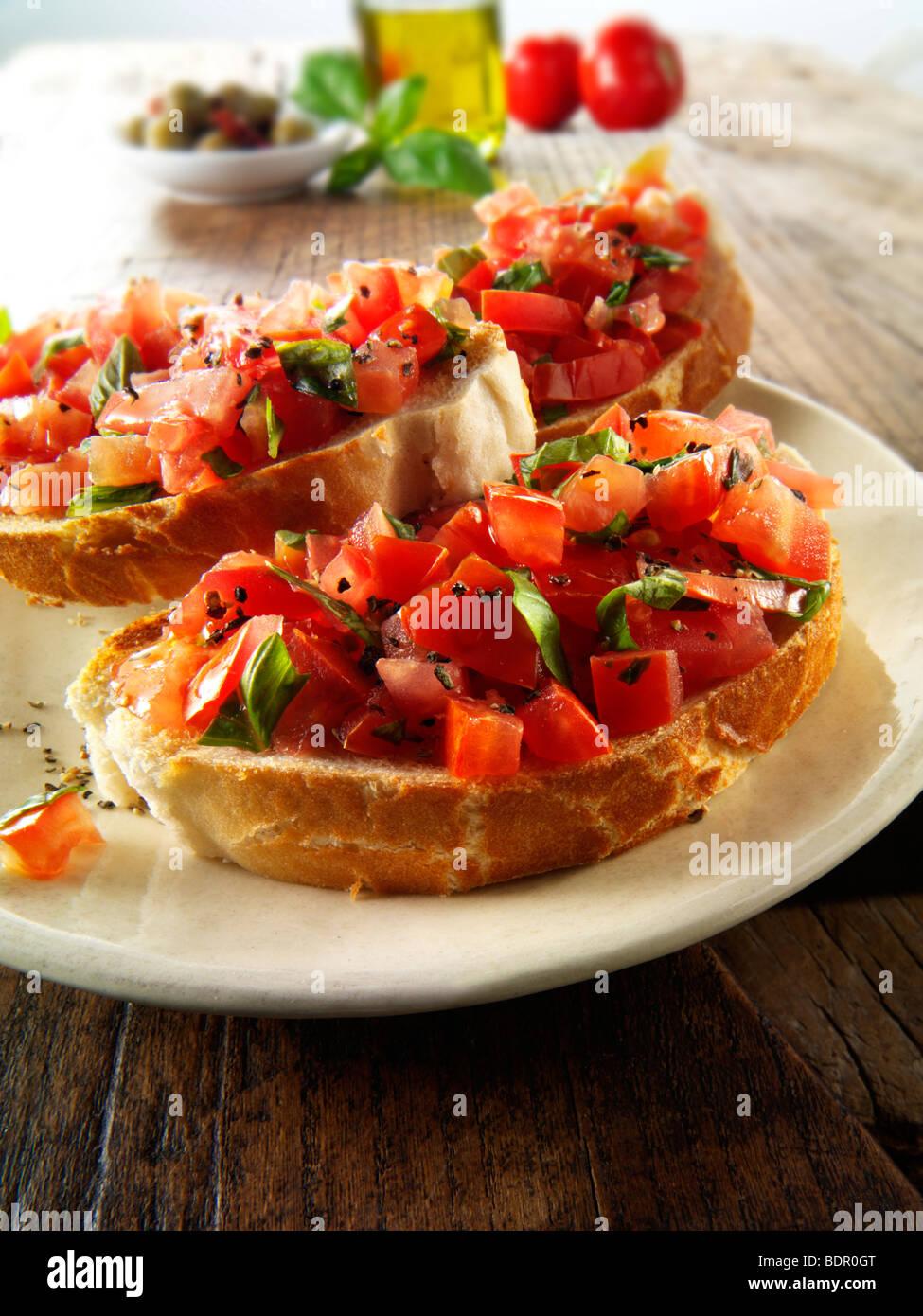 Bruschettas aux tomates Beefsteak haché frais Photo Stock