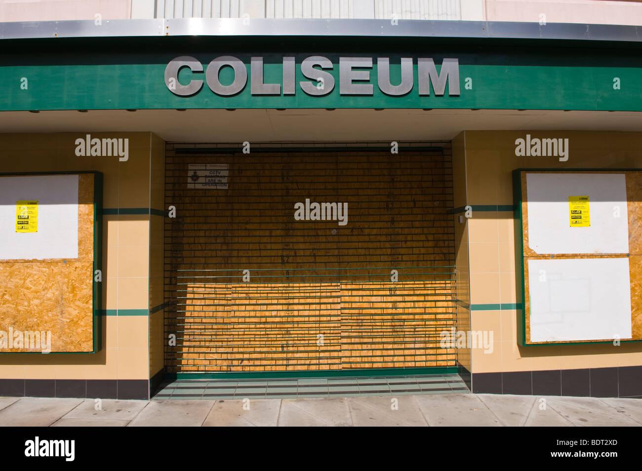 Cinéma Colisée fermé placardées dans Brecon Powys Pays de Galles UK Photo Stock