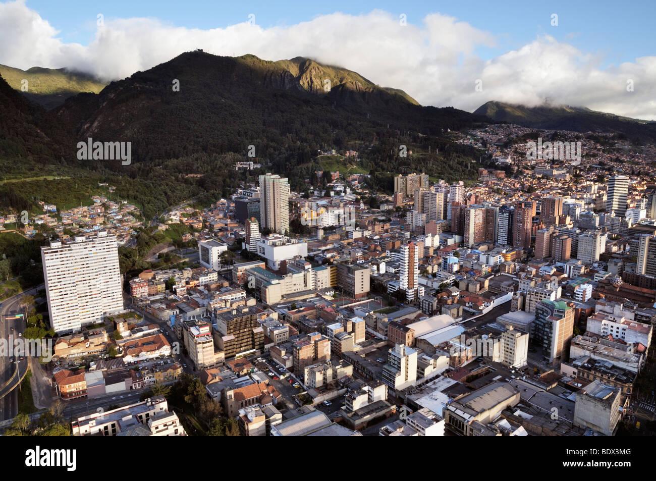 Vue panoramique sur le centre de Bogotá et le Sud. Photo Stock