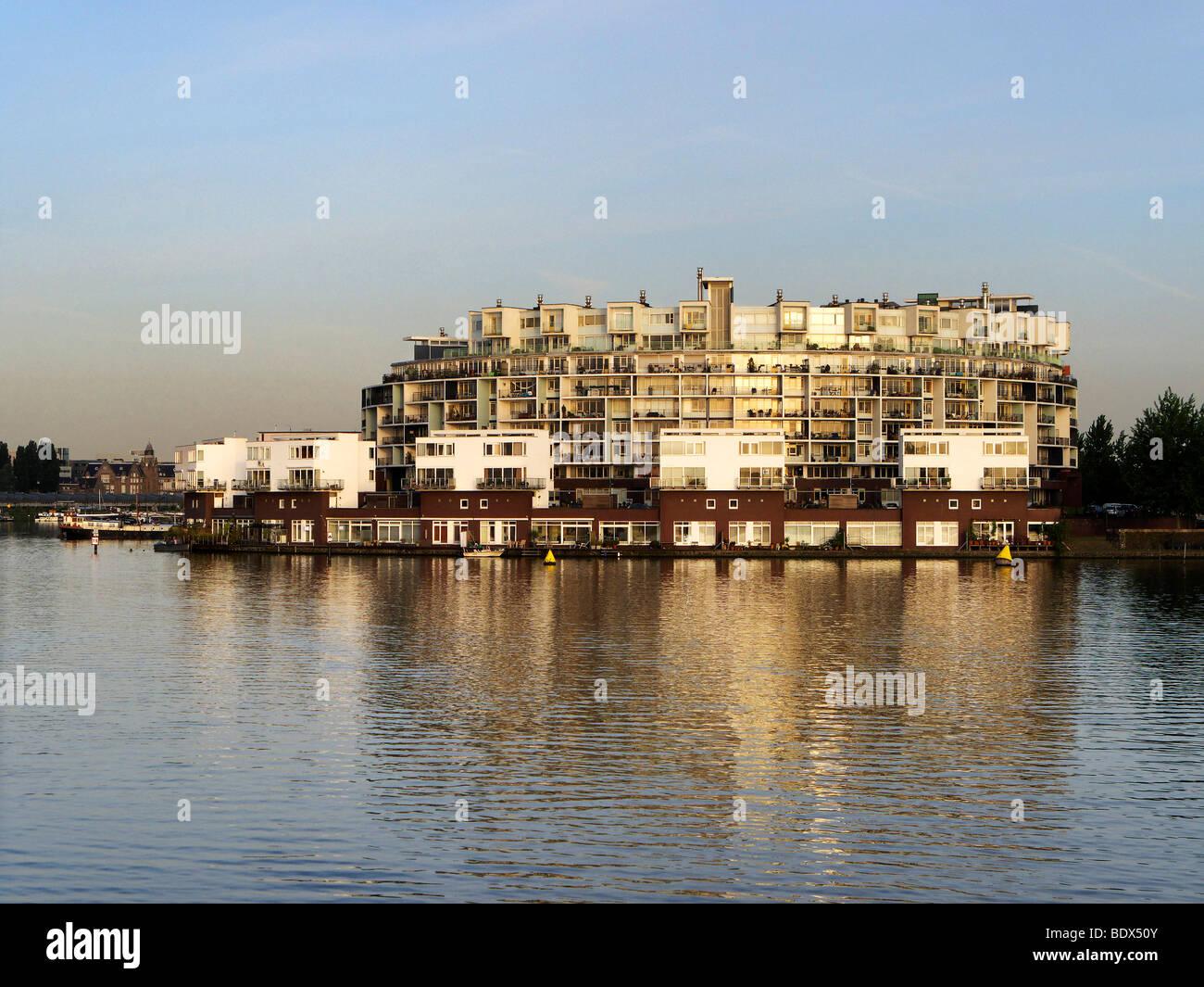 Bloc d'appartement à l'Rijn canal, Amsterdam, Hollande, Pays-Bas, Europe Photo Stock