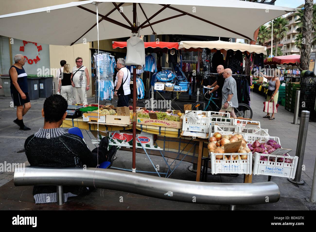 Canet-en-Roussillon, France, shopping, les gens en dehors du marché alimentaire, Stalle, Affichage, Perpignan Photo Stock