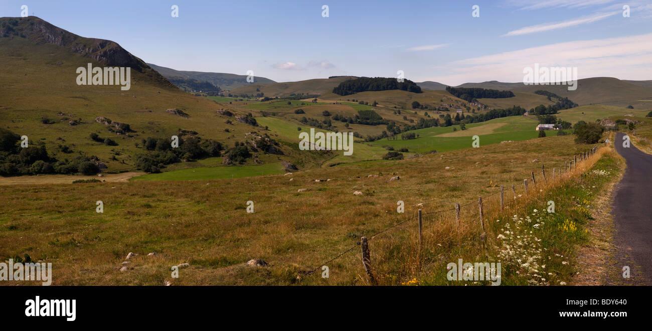 Vue panoramique sur les hauts plateaux de payer de Dome dans le centre de la zone masstif Auvergne, France Photo Stock