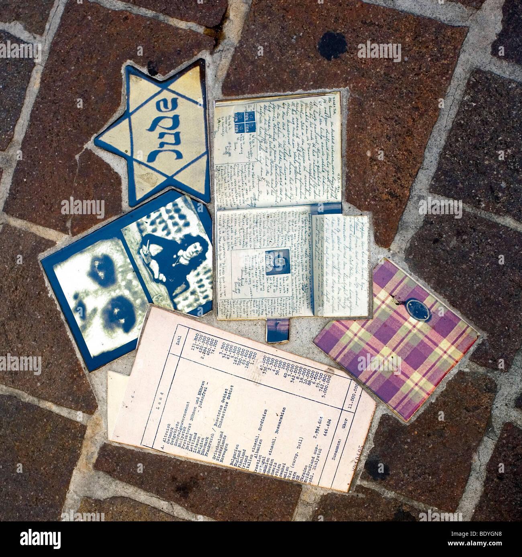 L'Anne Frank Holocaust Memorial Collage dans la Piazza del Popolo, de la ville de Pesaro, Marches, Italie Photo Stock