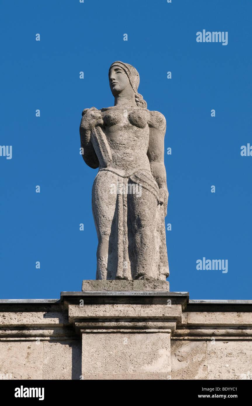 Bâtiment principal de l'Université de Bonn, statue féminine à l'avant donnant sur la Photo Stock