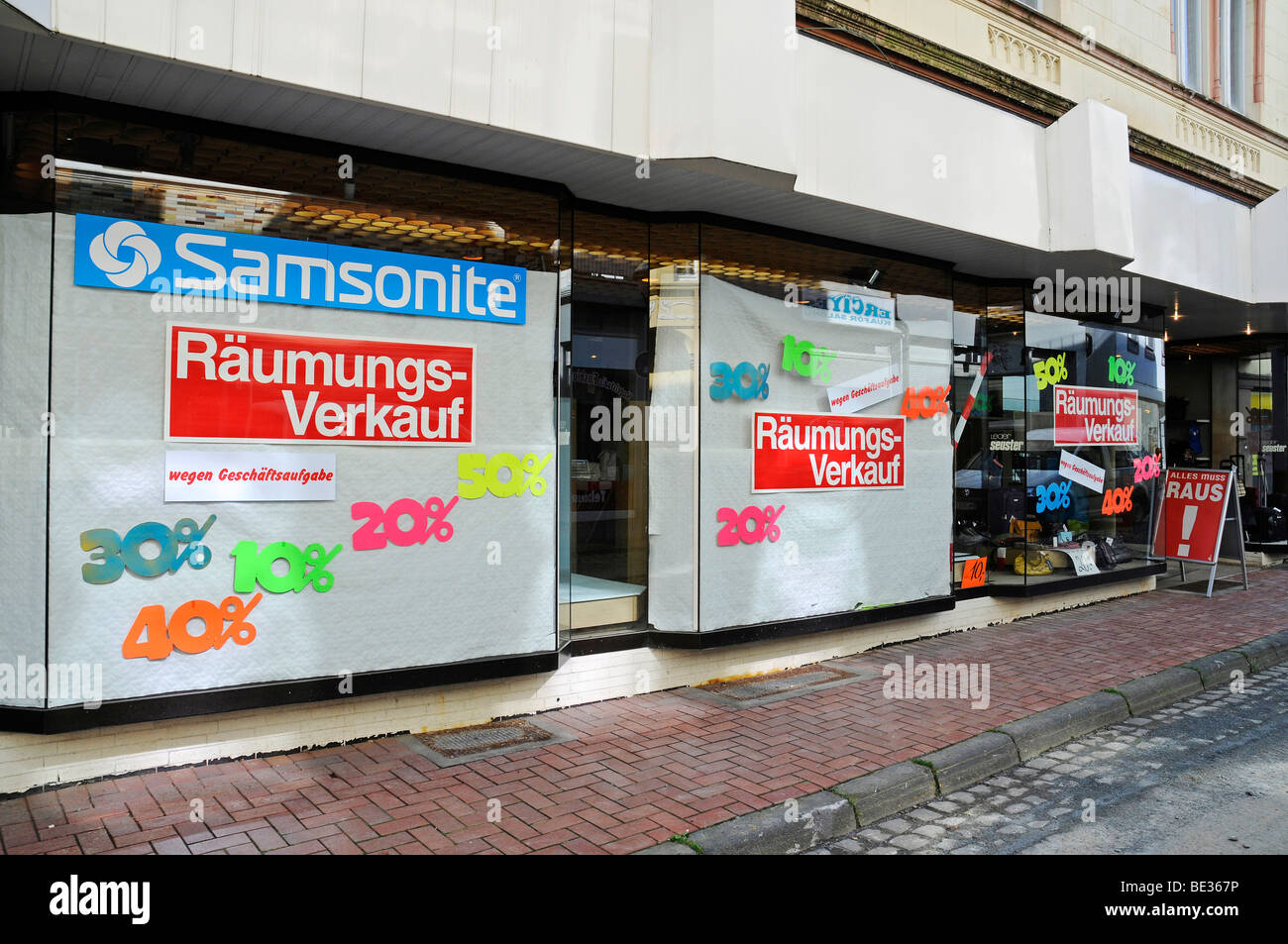 Vente en liquidation, faillite, crise économique, Luedenscheid, Maerkischer district, Sauerland, Rhénanie Photo Stock