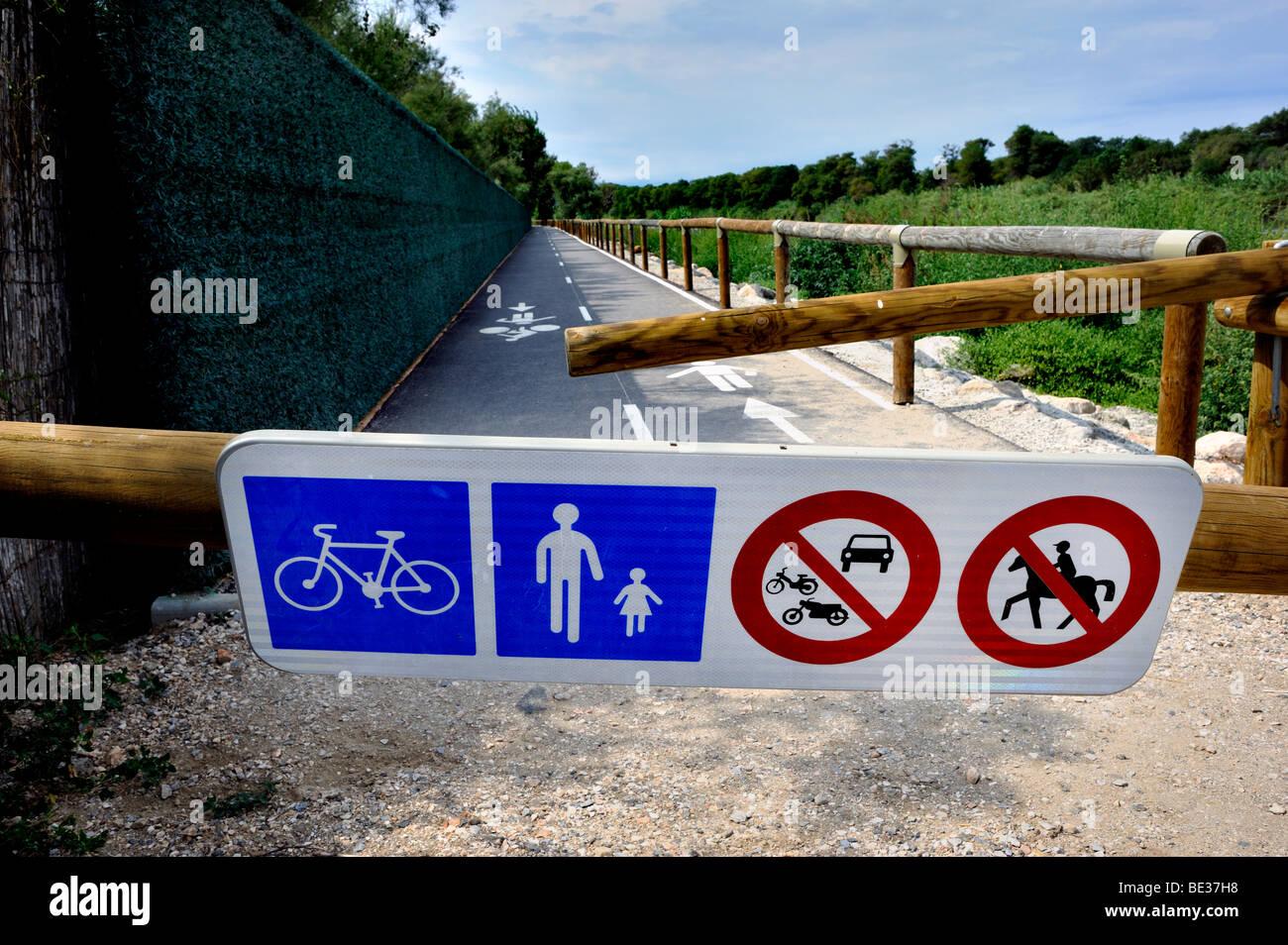 Canet-en-Roussillon, France, en Camping en France, l'accès à 'barrière' Piste cyclable Photo Stock