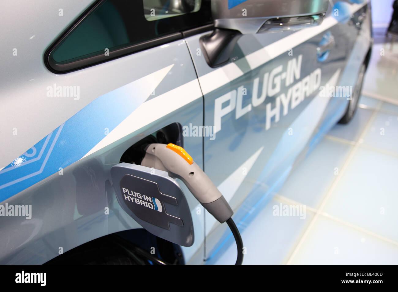 63ème International Motor Show (IAA): adaptateur électrique d'une voiture hybride Toyota avec Photo Stock