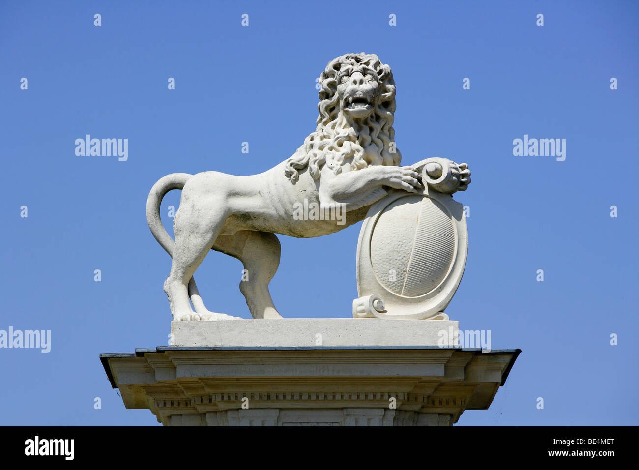 Lion sculpture, Donderberg Palace, Nordrhein-Westfalen, Germany, Europe Banque D'Images