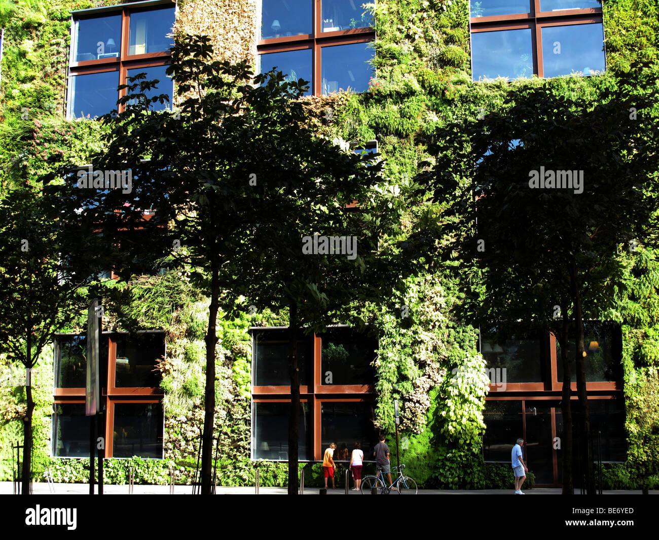 Quai Branly Garden Photos & Quai Branly Garden Images - Alamy