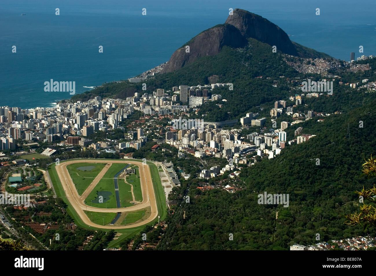 Vue aérienne du quartier de Gavea, Jockey Club et colline Dois Irmãos, Rio de Janeiro, Brésil Photo Stock