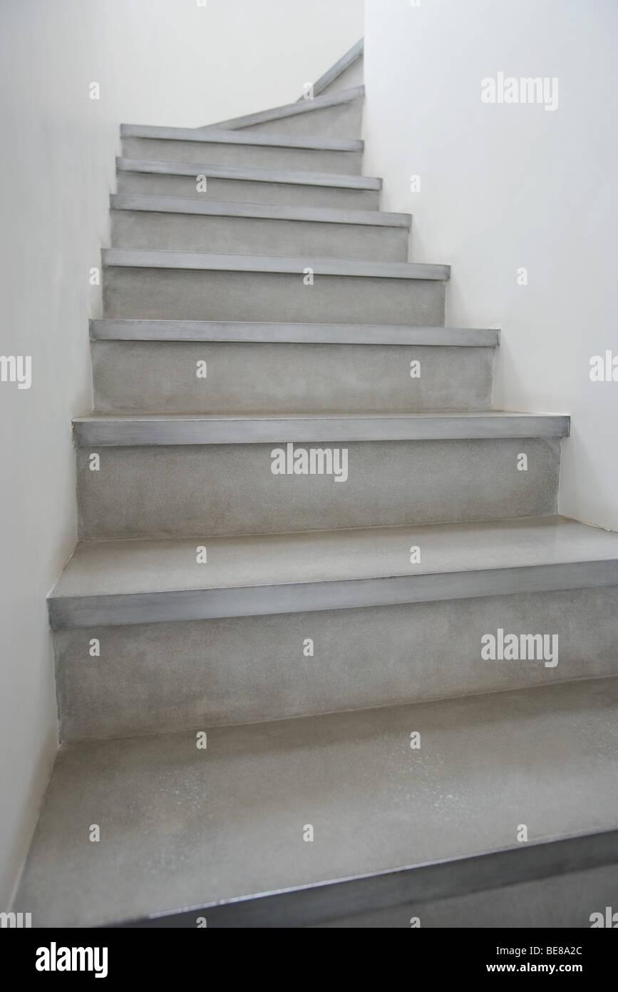 Escalier vide, low angle view Photo Stock