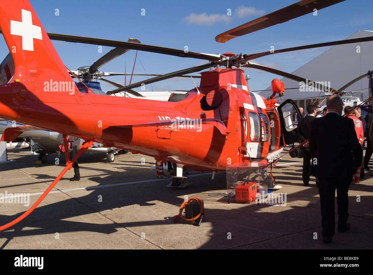 AW109S'AgustaWestland Da Vinci HB-ZRZ hélicoptère à l'Aérodrome de Duxford Salon salon Helitech Cambridgeshire Angleterre Banque D'Images
