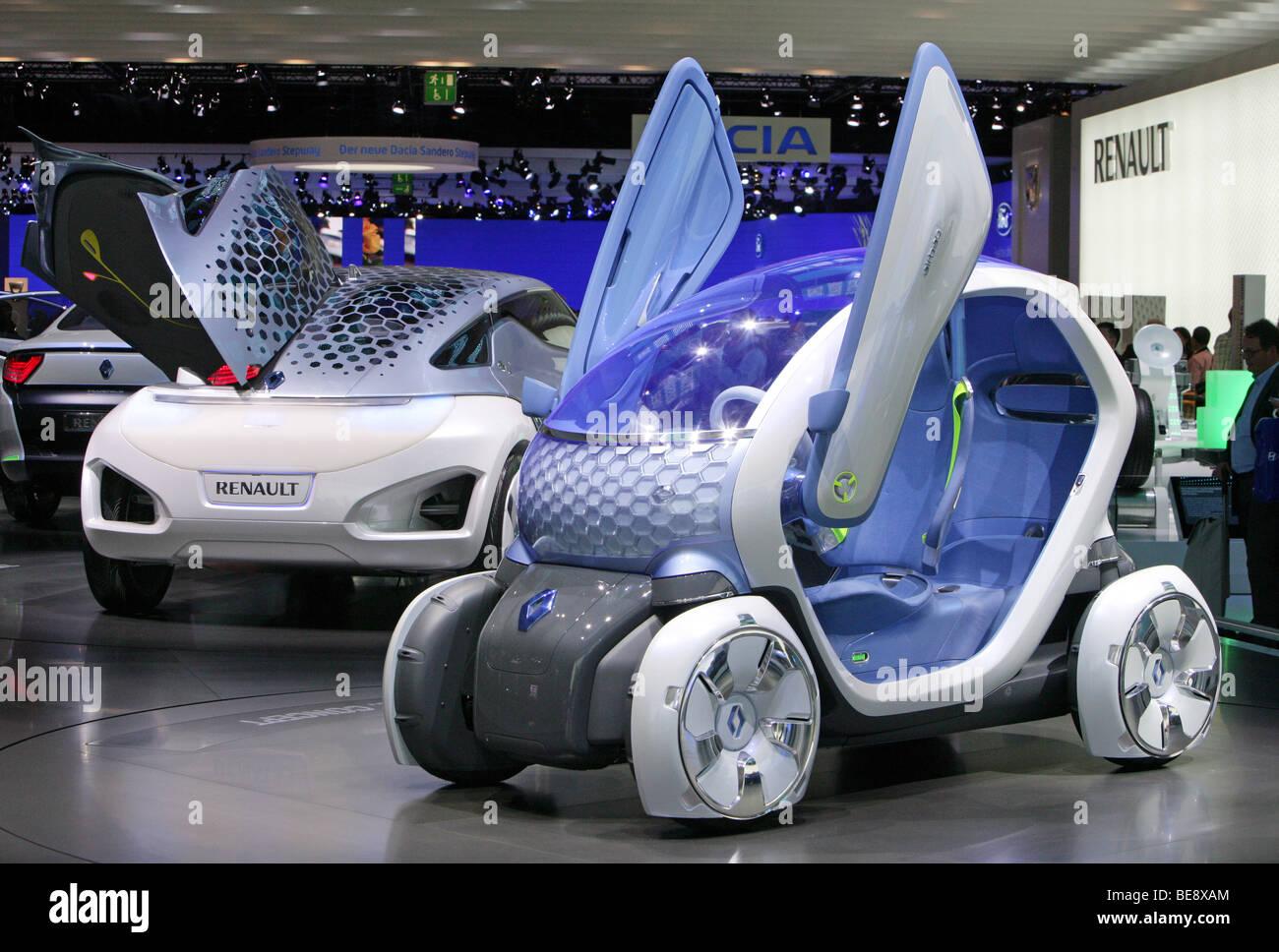 """'La voiture électrique Renault Twizy Z.E."""" (avant) et """"Renault Zoe Z.E."""" au 63. Salon de l'automobile IAA de Francfort/Allemagne Banque D'Images"""