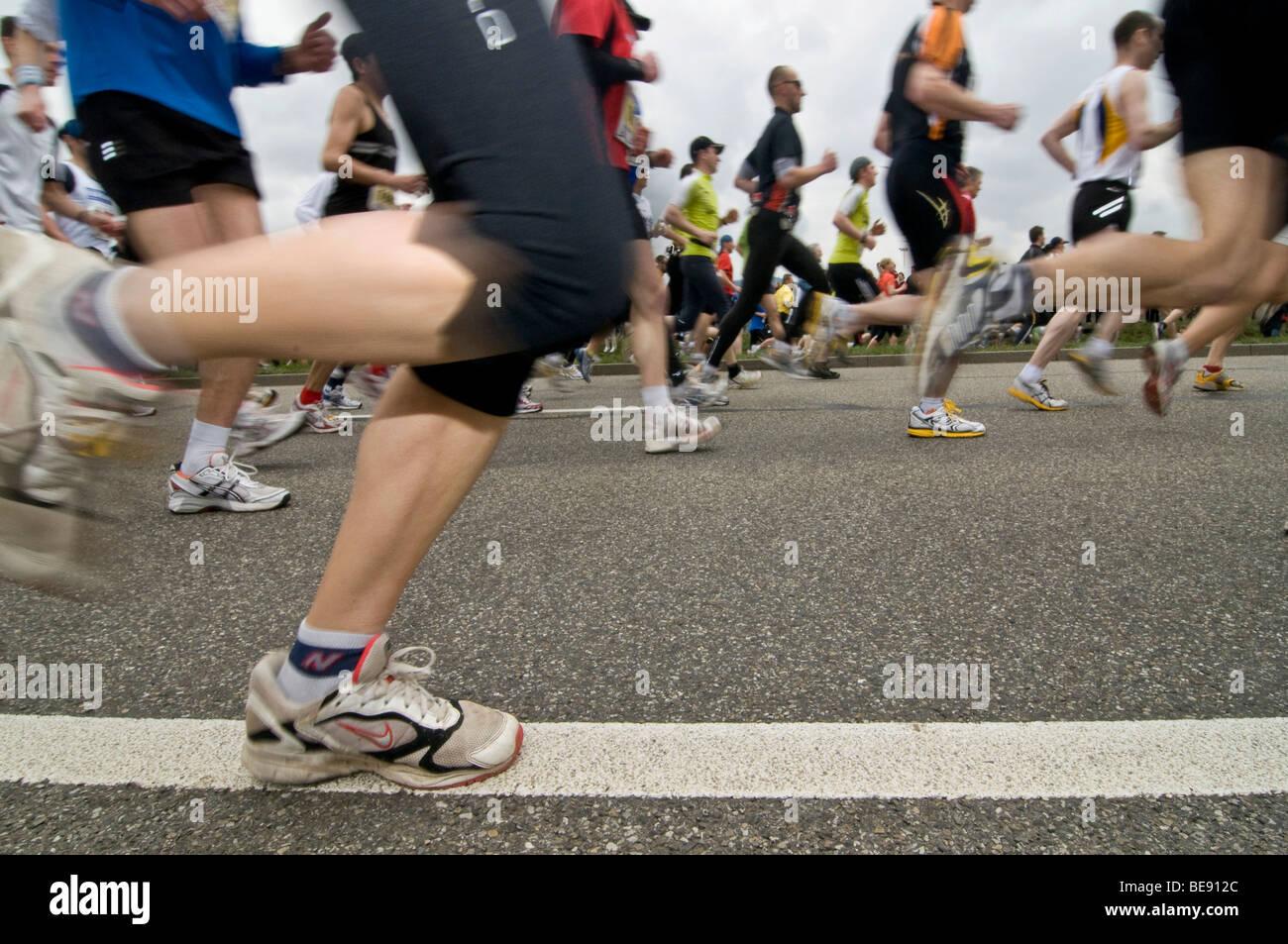 Les coureurs de marathon avec motion blur Photo Stock