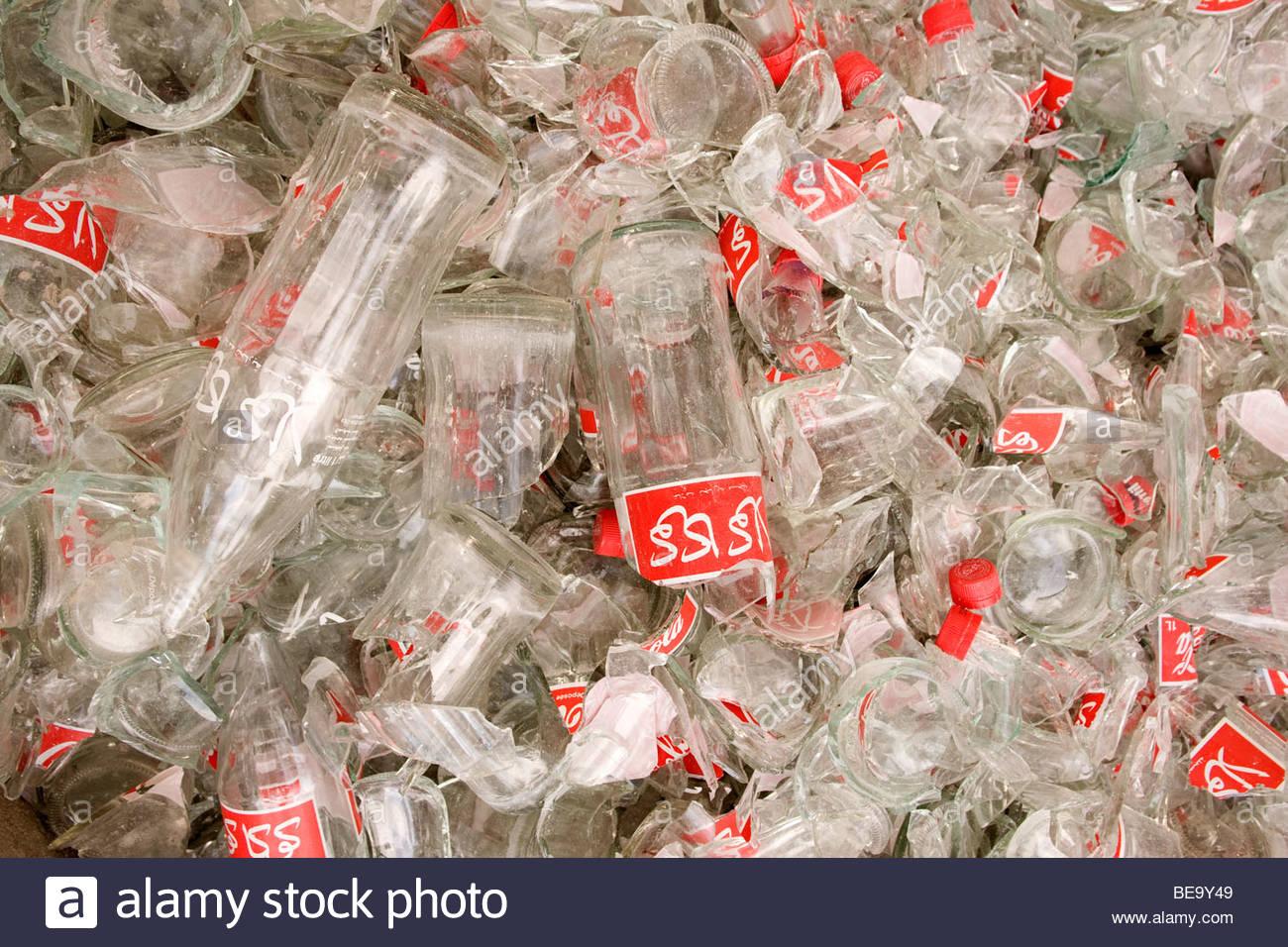 Les éclats de verre pour le recyclage à une usine de verre à Gammarth Photo Stock