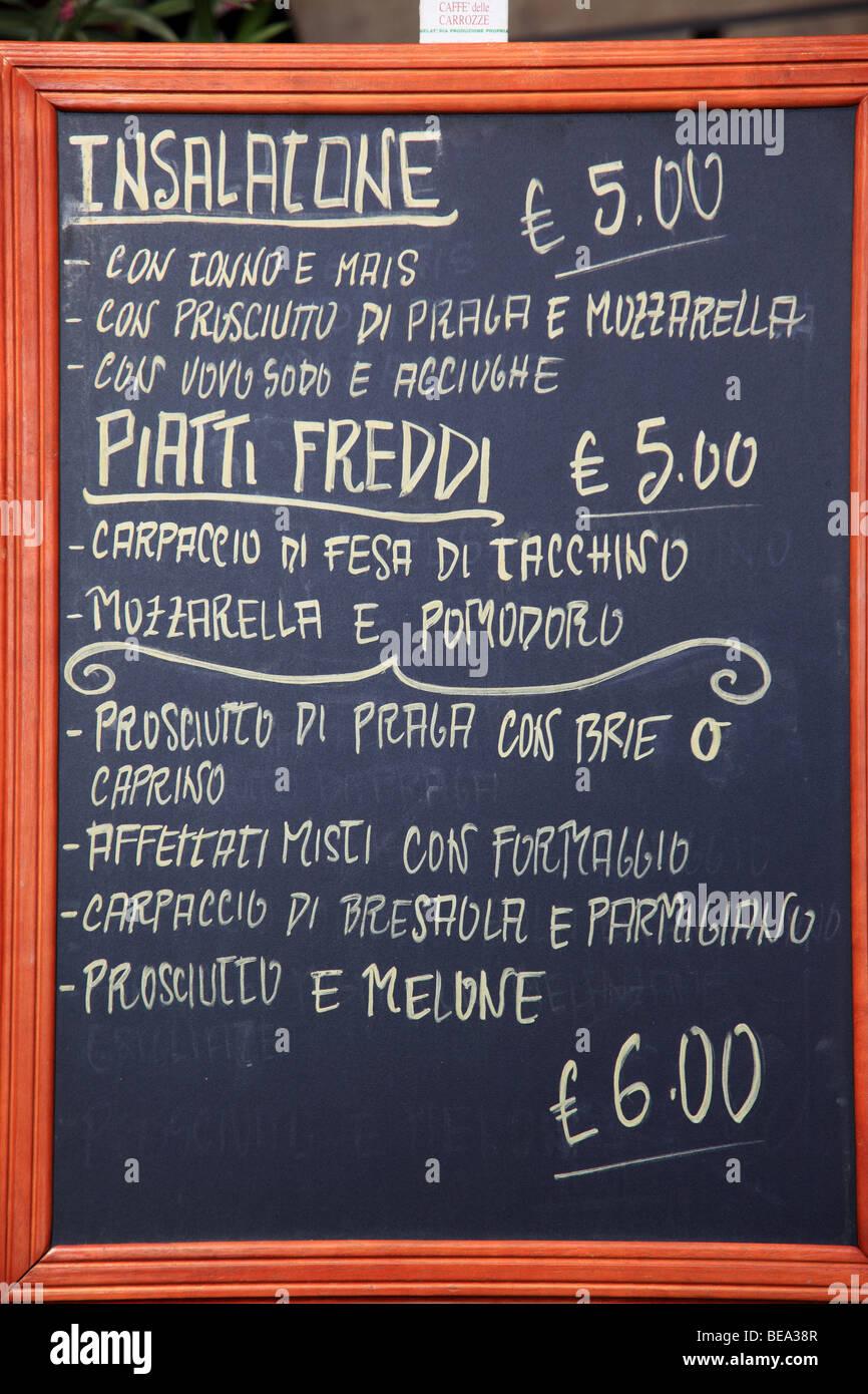Le menu affiché à l'extérieur d'un café à Florence Italie Photo Stock