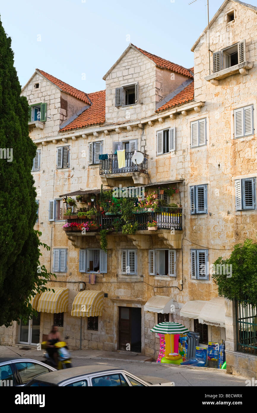 Chambre avec balcon à Bol, Île de Brac, la Dalmatie, Croatie Photo Stock